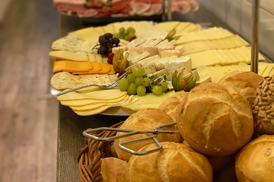 Brötchen und Käse